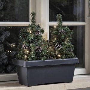 Nordic Winter altankasse med 2 juletræer, kogler og lys